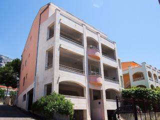 6057 A2(2+2) - Makarska