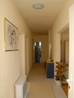 A1(6+2): hallway