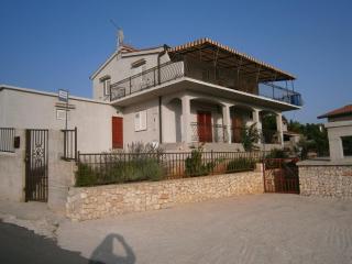 BV A1(2+2) - Cove Kanica (Rogoznica)