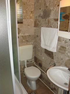 A3 Crveni(2+2): bathroom with toilet