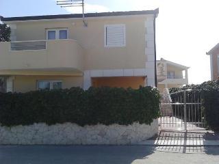 35208 A3(6+1) - Cove Kanica (Rogoznica)