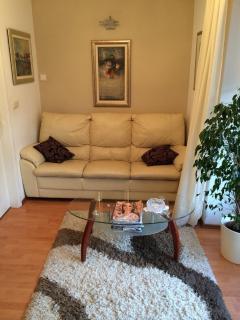H(4): living room