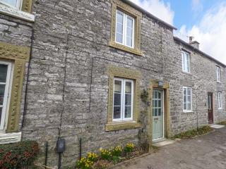 JASMINE COTTAGE, fantastic walks, lawned garden, woodburning stove, Monyash, Ref