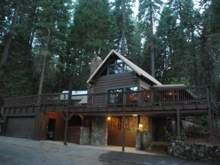 Classic Family Cabin near Yosemite! Large Decks!