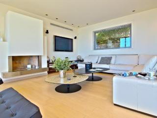 4 Bedroom Villa TakeOff in Anavyssos - BLG 69210, Saronida