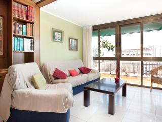Sagrada Ana: Atico Sagrada Familla 2 Bedroom Apartment - RNU 68363, Barcelona