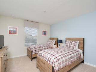 Book Instantly! Storey Lake - 4 Bedroom Townhome, Kissimmee