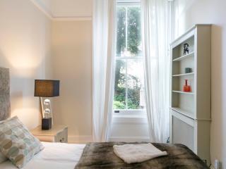 Chelsea  - 1 Bedroom Elegant Apartment - RGB 82403, London