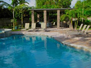 HEFFRON MANOR,3b/2b,Pool,Walk to Dining,Near Beach, Fort Lauderdale