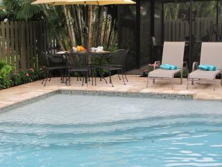 AVENUE TEN,3b2b,Pool,Near Beach, Walk to dining,, Fort Lauderdale