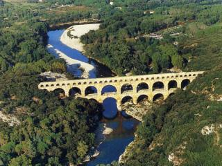 maison a l ore du village au pays d Uzes pont-gard ;la bastide d Engras 30