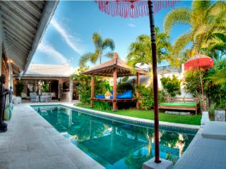 Yogan Luxury 2 Bedroom Villa, Eat St - Central Seminyak