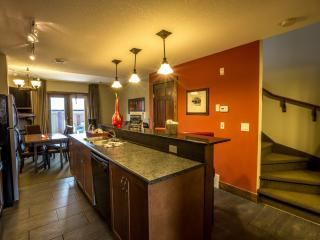 Canmore Fire Mountain Spacious 2 bedroom condo (2 levels)