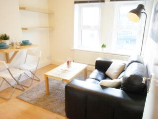Quiet, Bright and Cosy 2Bd on Brick Lane, Londres
