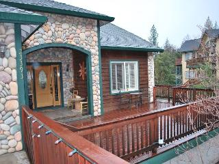 4 BR, 2.5 BA in Twain Harte with Hot Tub & Views!  Sleeps 8