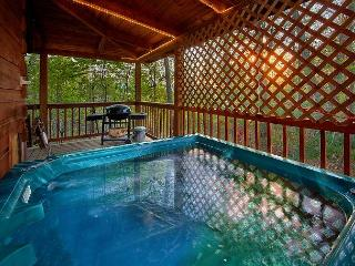 Romantic Studio Cabin Off The Beaten Path - Hot Tub, Jacuzzi, Gatlinburg