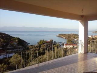 sea view ,quiet  house, Volos