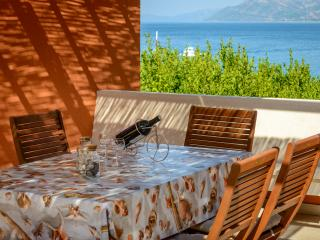 Island Romantic Getaway, Orasac