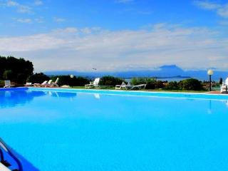 EXTRA LUXURY APPARTAMENT IN RESIDENCE 5 SWIMMING P, Desenzano Del Garda