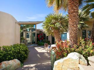 4BR Luxury Mt. Soledad House, Panoramic Pacific Views + Rooftop Deck, Hot Tub, La Jolla