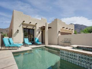 Upscale Adobe-Style House – Walk to Downtown La Quinta!