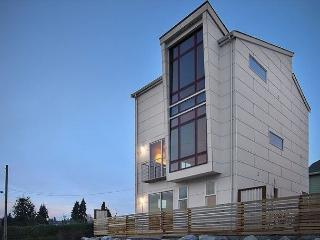 THE Seattle House — Modern Retreat Less than 3 Miles from Downtown, Sleeps 6