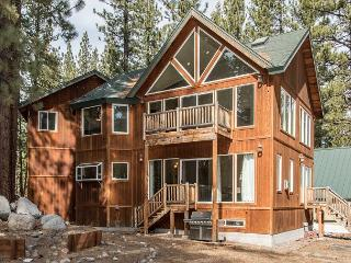 5BR Beauty in South Lake Tahoe with Hot Tub & Exercise Room