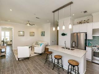 Bright & Breezy Condo in Port Aransas Resort – Sleeps 8