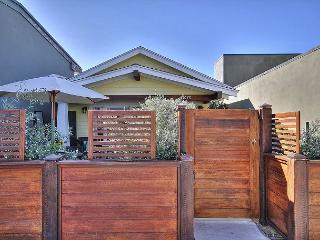 Charming 1BR Ventura Cottage with Cute Backyard Patio