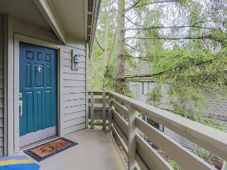 Trendy 2BR Condo - Walk to Downtown Bellevue