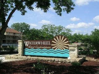 AFFORDABLE LUXURY Condo on Guadalupe near Comal & Schlitterbahn: Unit K-203