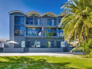 Mai Tai Beach House - Mission Bay Waterfront Vacation Rental