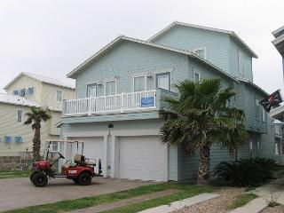 The Big Kahuna: PRIVATE Pool, Free Golf Cart, Boardwalk to the Beach, Port Aransas