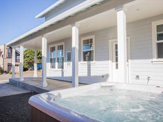 Brand New Luxury Home With ExpansiveOcean Views and Hot Tub!, Lincoln City