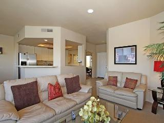 Two Bedroom, Two Bath Condo at PGA West with Gorgeous Lake Views, Sleeps Six!, La Quinta