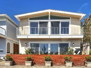 Beautiful Large Bayfront Home with 4 Bedrooms & 5 Bathrooms on Balboa Island