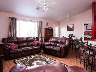 Darling home nestled minutes from Zion,3 bdr, 2 bath, clean, bright, cozy!, La Verkin