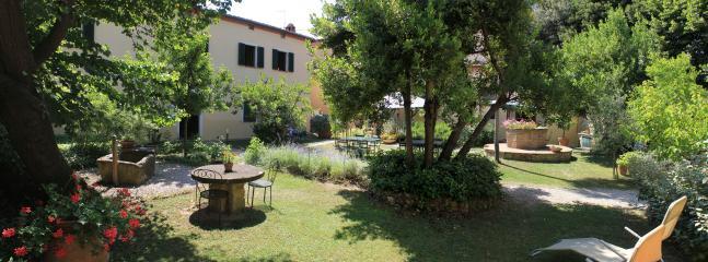 panoramica del giardino attrezzato a disposizione degli ospiti
