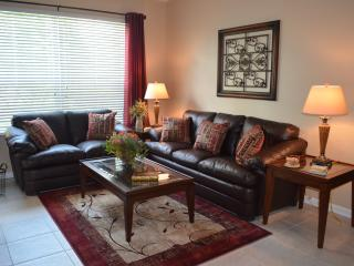 Windsor Hills 3BR-2BA Condo - 2 Miles from Disney, Kissimmee