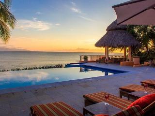 Oceanfront villa in El Farallon, La Cruz de Huanacaxtle