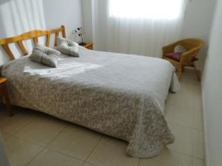 2 Bed/rm Apt.Sleeps 6 A/C.SatTV.WiFi,Jacuzzi,Beach, Torrevieja