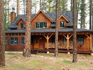 #307 LUNDY LANE Gorgeous Cedar Cabin with Apartment over the garage $360.00 - $395.00 BASED ON 4 PERSON OCCUPANCY AND NUMBER OF NIGHTS (plus county tax, SDI, and processing fee), Graeagle