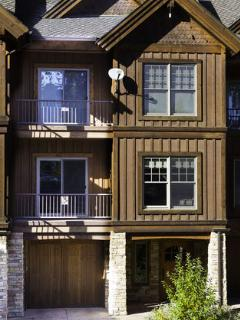 Elkpoint Unit 6 with private garage