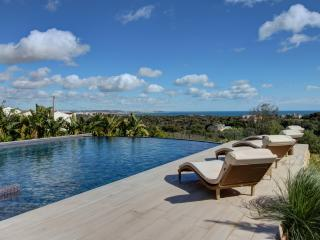 Newly built Ocean view 4 ensuite bdrms villa-heated pool & Fibre wifi