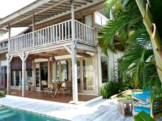 Lovely Classy Wooden Private Villa, Canggu