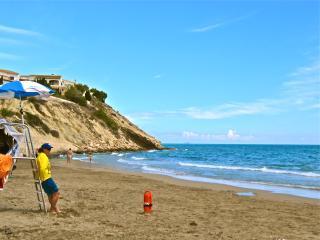 Beach House: Family, Golf or Couple: shared pool