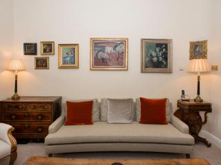 Classy, elegant townhouse provides a modern yet quintessentially English feel., Londres