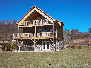 RIVERFRONT Log Cabin*Firepit*HotTub*Big Gameroom, Fleetwood