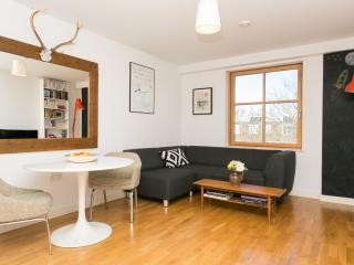 A fresh and contemporary two-bedroom apartment near Upper Street., London