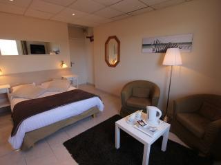 LA MAISON BLANCHE - Dble Bed Hotel Room 2 (2 per), Sangatte